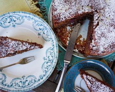 Schoko-Nuss-Kuchen mit Kirschen
