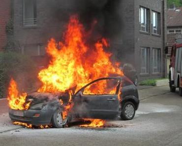 Auto geht in Flammen auf in Scheeßel