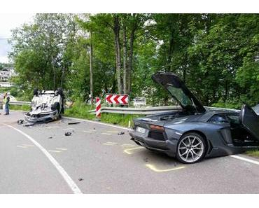 Autounfall Furtwangen – Lamborghini rutscht in Leitplanke