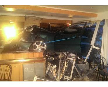 Autounfall Bremervörde – Auto rast in Eiscafé