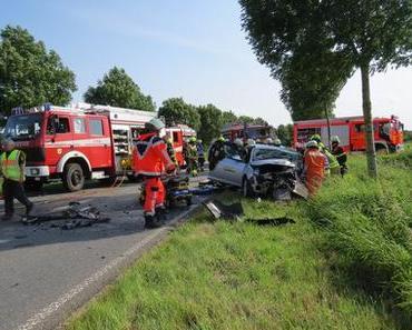 Schwerer Verkehrsunfall Krempe – Zwei lebensgefährlich verletzte