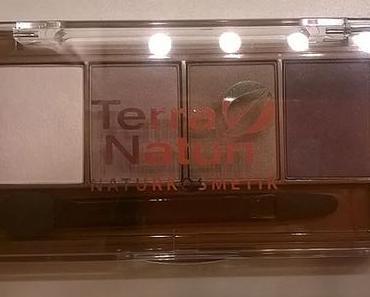 Terra Naturi Quattro Eyeshadow 03 Glamourous Taupe + 02 Golden Eyes, Lippenstift 02 Rosewood, Lipliner 05 Brick :-)