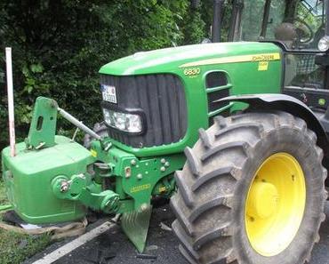 Schwerer Verkehrsunfall Grasdorf – Auto kollidiert mit Traktor