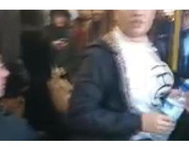 Junge Frau randaliert in der Metro – Dann passiert DAS!