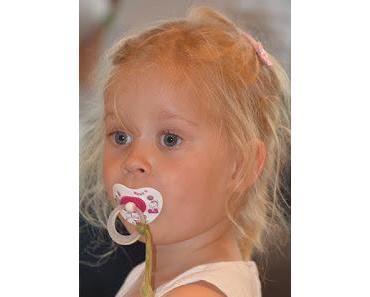 Oh Gott immer diese Schreihälse: Babys werden Kinder! Schnuller geben? Ja oder Nein? Si or No?