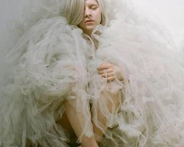 Aurora – Murder Song (Acoustic) [Video]