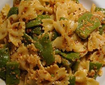 Gegen Pasta-Langeweile: mal ein anderes Pesto mit frischem Bohnenkraut