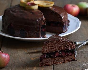 Schokoladenkuchen mit Apfel-Holunder Füllung
