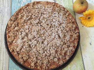 Herbstlicher Apfelkuchen mit Spekulatius-Streuseln