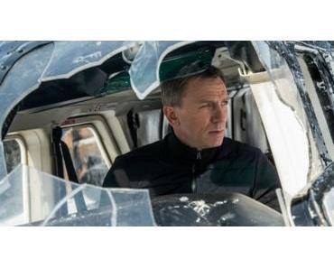 JAMES BOND 007 SPECTRE startet mit Poster, Mütze und Schirm