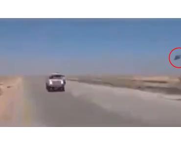 ISIS Konvoi von US Helikopter begleitet