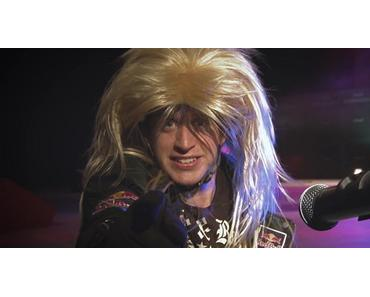"""Drop and Roll"" – BMX-Pro Danny MacAskill als Rock'n'Roller auf der Stage"