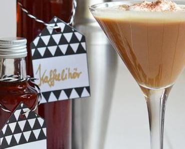 Es weihnachtet sehr: Selbstgemachter Kaffeelikör – dazu ein Cocktailrezept und Geschenk-Etiketten zum Herunterladen
