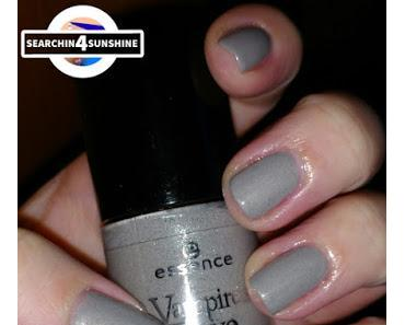 [Nails] Specialties mit essence Vampire's Love nail polish 04 THE DAWN IS BROKEN