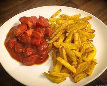 Currywurst selbst machen – mit Pommes