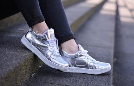 Outfit: Metallic Trend – Wie kombiniere ich Silberne Schuhe?