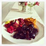 Der Frühling ist da – Zeit für farbenfrohes Essen (Süßkartoffelpüree mit Balsamicoschalotten)