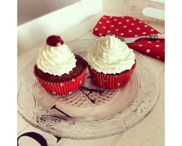 Ein klassisches Sommerdessert als Cupcake – Strawberry and Cream Cupcakes