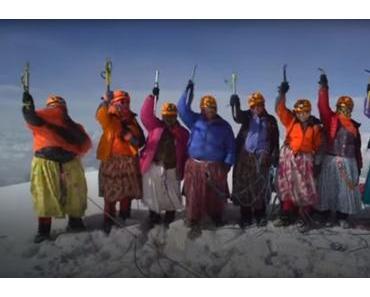 Cholitas erklimmen 6439m Gipfel in Bolivien