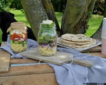 zwei Salatideen im Einmachglas / Salads in a Jar