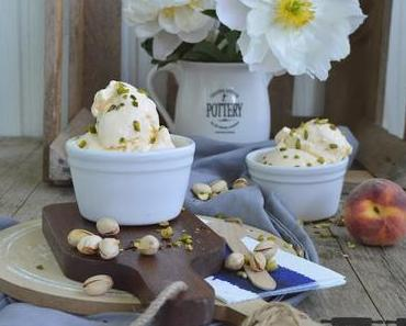 Pfirsich Joghurt Eiscreme mit Pistazien / homemade Ice Cream with Peaches and Pistachios