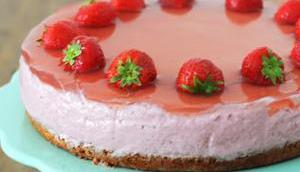 Erdbeercremetorte selbst gemachtem veganem Topfen
