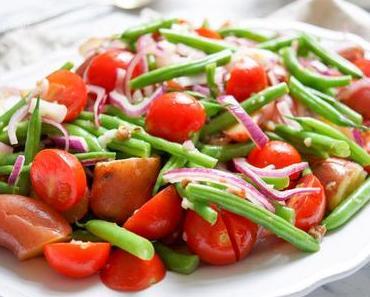 Kartoffelsalat mit grünen Bohnen und Cherry-Tomaten