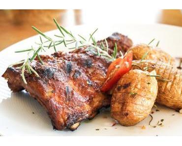 Spareribs mit Ofenkartoffeln und Rosmarin