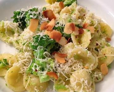Sommerferien-Erinnerungen: Orecchiette mit Broccoli und Mandeln