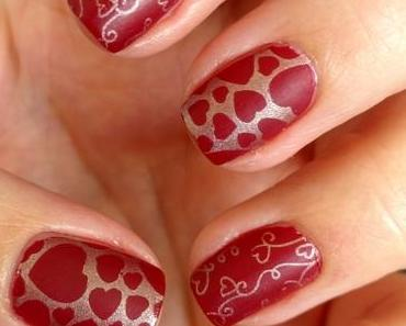 [Nails] NailArt-Dienstag: Herzen mit CATRICE lala BERLIN for CATRICE C05 Ruling Red