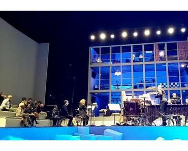 FARBEN DER MODERNE in Halle – Nachts im Theater