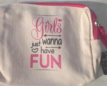 essence Girls just wanna have Fun cosmetic bag 01 all we wanna do is have some fun (LE) + essence Girls just wanna have Fun duo nail polish 03 we're happy together (LE)