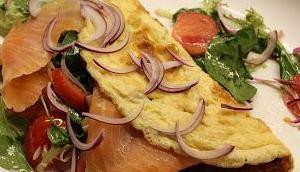 Omelett Salatfüllung Räucherlachs