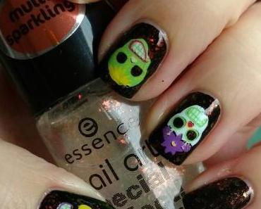 [Nails] NailArt-Dienstag: HALLOWEEN mit essie 88 licorice