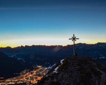 Zum Sonnenaufgang auf die Kramerspitze