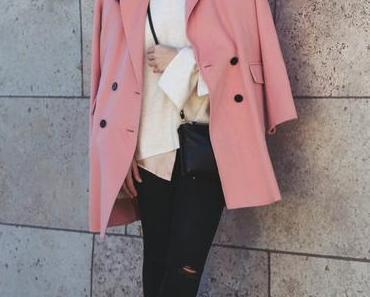 Pastellrosa Mantel auf elegante Weise kombinieren