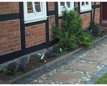 DIY Gartenweg aus alten Baumaterialien selbst bauen