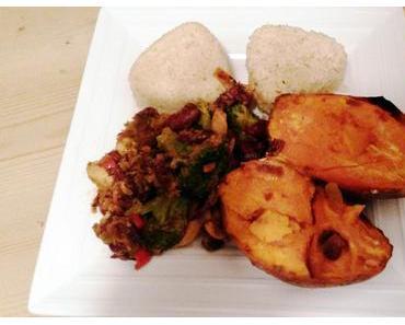Gebackene Süßkartoffel mit Curry-Gemüse und Bulgur.