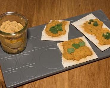 Hummus auf Rosmarincracker (vegan)