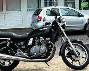 Foto: Eine Kawasaki am Straßenrand