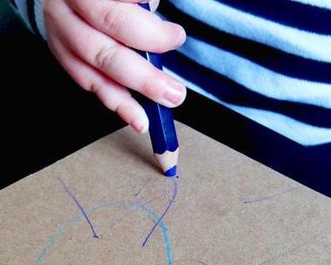 Anleitung: Osterhasen-Anhänger basteln mit kleinen Kindern