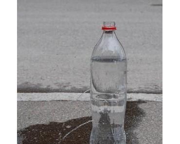 Wasserflasche mit 2 Löchern