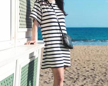 Casual Sommer Style mit Kings of Indigo Blockstreifen-Kleid und Ray-Ban Aviator Sonnenbrille