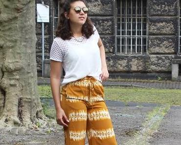 Casual Hippie Look mit Batik Hose und Gemini Bio Pantoletten