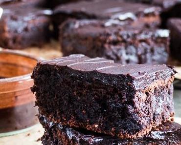 Hot Chocolate glazed fudgy Brownie mit Yuzu-Mandarine-Aprikose Eis { Degustabox April }