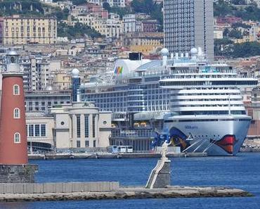 AIDAperla in Neapel angekommen