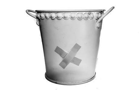 Ein-Loch-ist-im-Eimer-Tag – der National My Bucket's Got a Hole Day in den USA