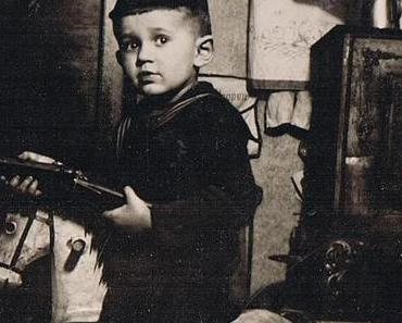 Alte Kinderfotos: Mini-Matrosen und kleine Krieger