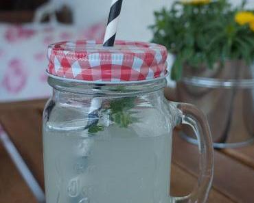 Eisgekühlte Zitronenlimonade