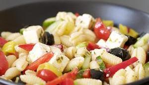 Nudelsalat Greek Style